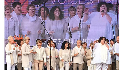 "Die ""Voices unlimited"" singen."