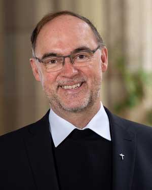 Porträtfoto von Weihbischof Rolf Lohmann.